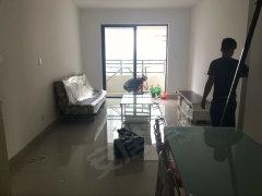 新阳台湾街花莲府两房一厅全新装修配套,拎包入住,首次出租