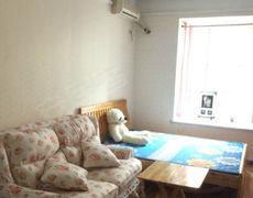 一房一厅 精装修 家具齐全 可租爱干净的男士