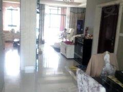 玉湖新城品牌家私家电,拎包入住,高端小区,租金3700
