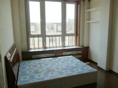 金润小区 一室一厅简单装修 家具还算齐全 交通便利 随时看房