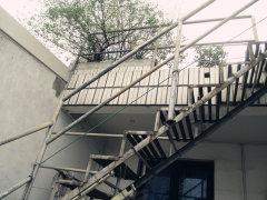 南门农贸市场大门旁2房2厅带阳台再送顶楼大露台