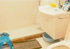 房子属于小公寓型,室内有独立卫生间和热水器