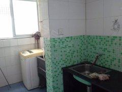 标准精装一房出租,租金1200。