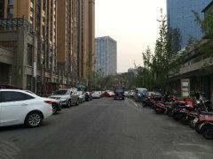 银泰城旁中装小金铺实价转租 6.8米层高 实得两层 人流量大