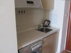 家里用品齐全,厨房用品,衣柜,风扇,桌子