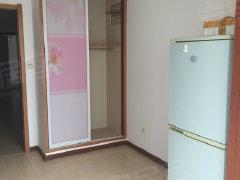 出租市里一室一厅。精装房55平,电梯房,短租长租都可以