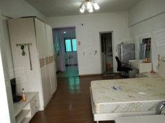 个人房子,布局合理,家电齐全,采光通风都非常棒,房间布置温馨