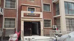 隆胜华庭一楼大3室 简装双气 家具 办公居住两便利 1200