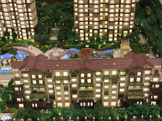规划建设的成片居住小区和城市轻轨,市政设施配套齐全,能提供